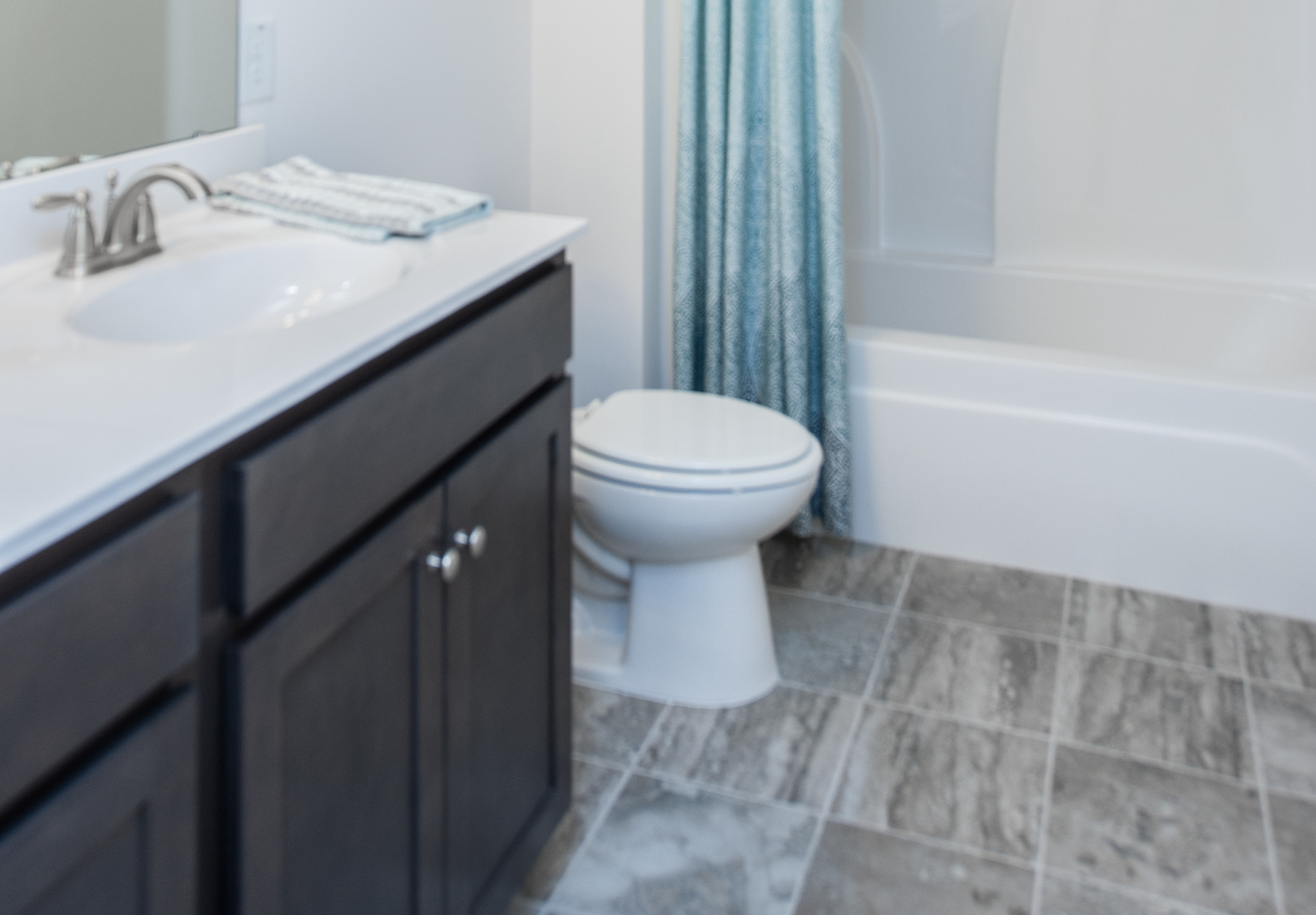 Crescent Homes Hunters Bend Summerville Model Bathroom